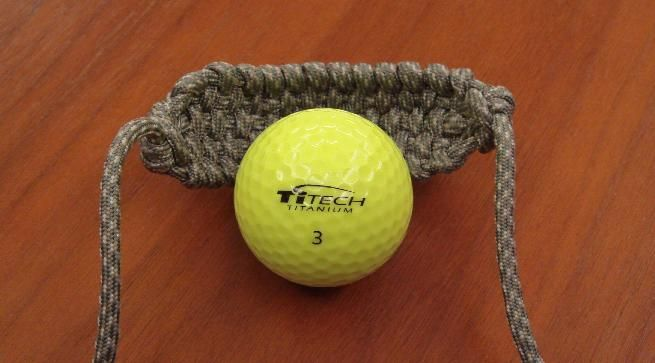COOL! Check out this great guide on making a slingshot out of paracord! #ParacordBraceletHQ