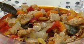 Como hacer pollo en escabeche, casero, facil y rapido. Receta de pollo en escabeche, con verduras, especias, vinagre y aceite, muy sabroso. Pollo en escabeche casero clasico.