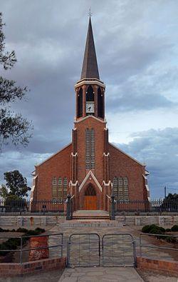 NG gemeente Fraserburg - Ds. I.F. Fourie het die hoeksteen van die huidige NG kerk opFraserburg, ontwerp deurHendrik Vermooten, op26 November1955gelê. Dit is ingewy in die naweek van 8 en 9 September 1956 en was by voltooiing reeds die derde kerkgebou in die gemeente se 105-jarige bestaan. Die tweede kerk, voltooi in 1868, is in 1955 gesloop en die eerste, voltooi in 1852, in 1966