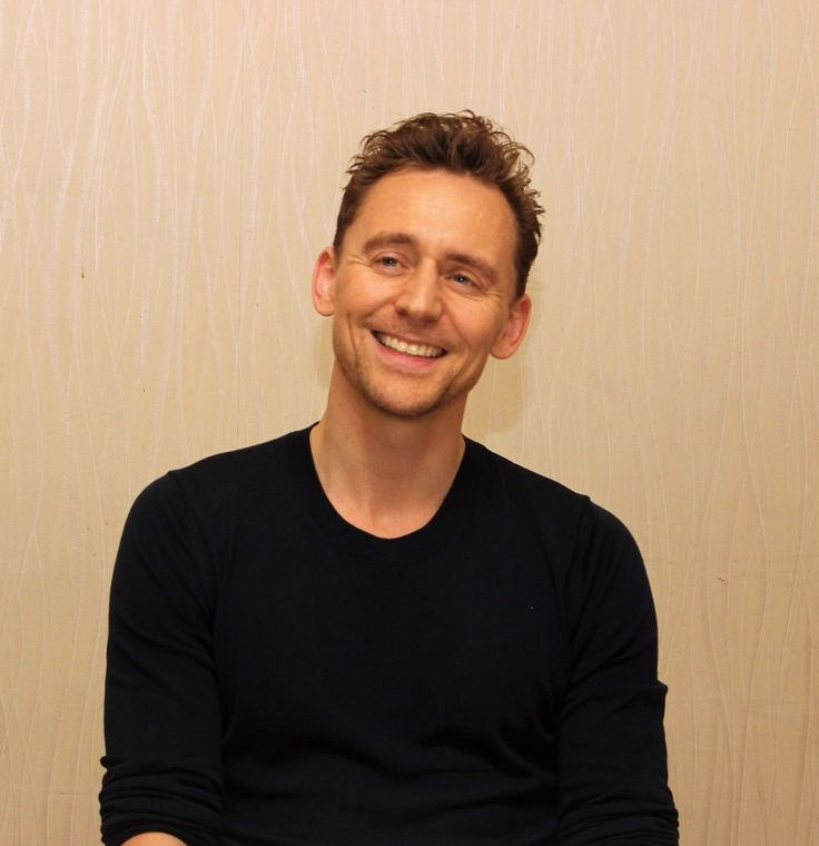 """My column on Tom Hiddleston where he talks about playing guitar & piano, love for theater, enjoying his break, more"" (https://twitter.com/nepalesruben/status/834496306101891073 )"
