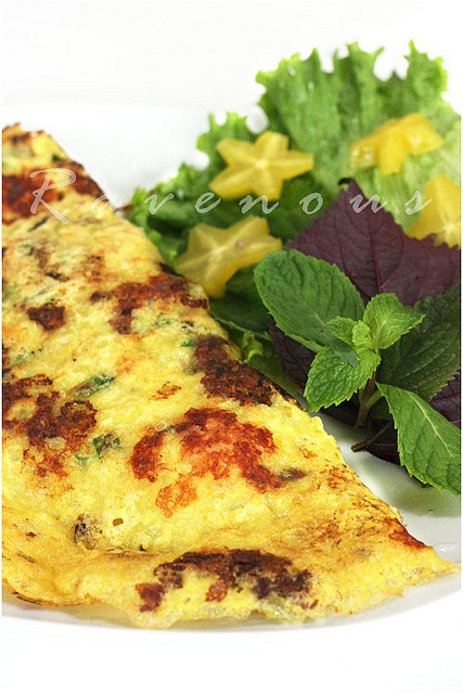 Banh Xeo - another one of my fav Vietnamese dishes. Vegan too if I don't dip it in fish sauce. :)
