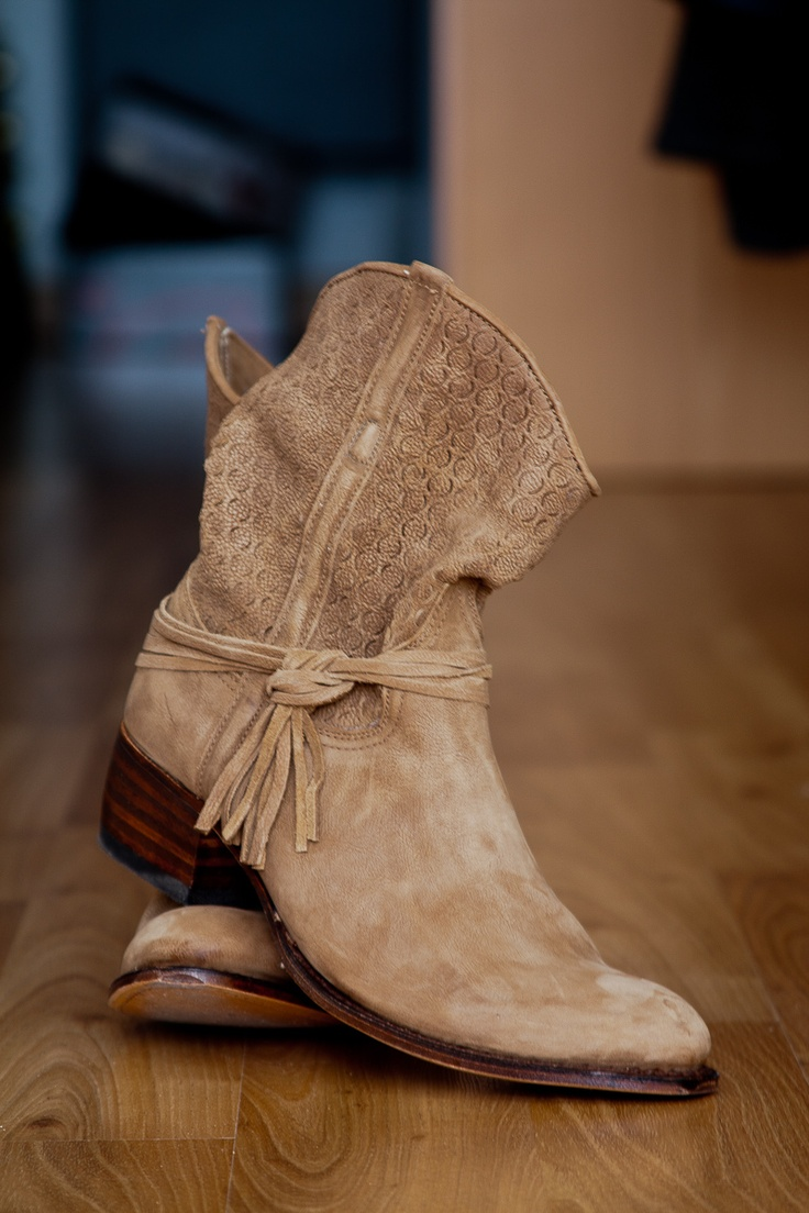 I LOVE Sendra Boots....considering buying these...