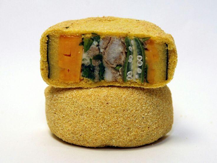 COMIDA FUSIÓN. Una variedad desushicreada completamente en Estados Unidos, combina ingredientes no tradicionales de la cocina japonesa comoqueso Cheddar, bagre, ocra y semola.