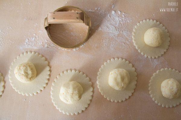 Pardule: sono tipiche del campidano, ma le si prepara in tutta la Sardegna. Nomi diversi, varianti nella ricetta, ma un unico risultato. Delizia.
