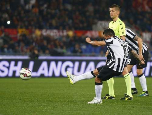 Majalah Bola Online - Carlos Tevez Impikan Trofi Liga Champions 2014-2015 - Striker Juventus, Carlos Tevez, berniat membawa timnya...