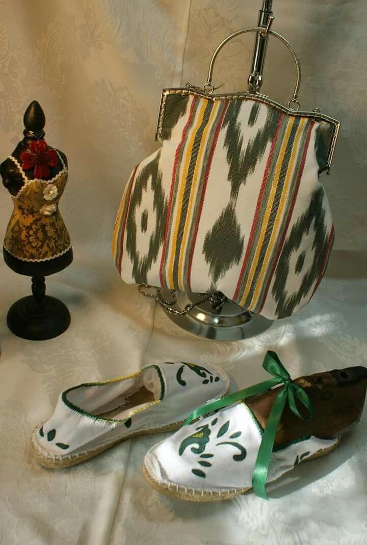 Bolso en tela mallorquina boquilla de metal, zapatos pintados con dibujo tradicional mallorquin By Carmen Oropesa