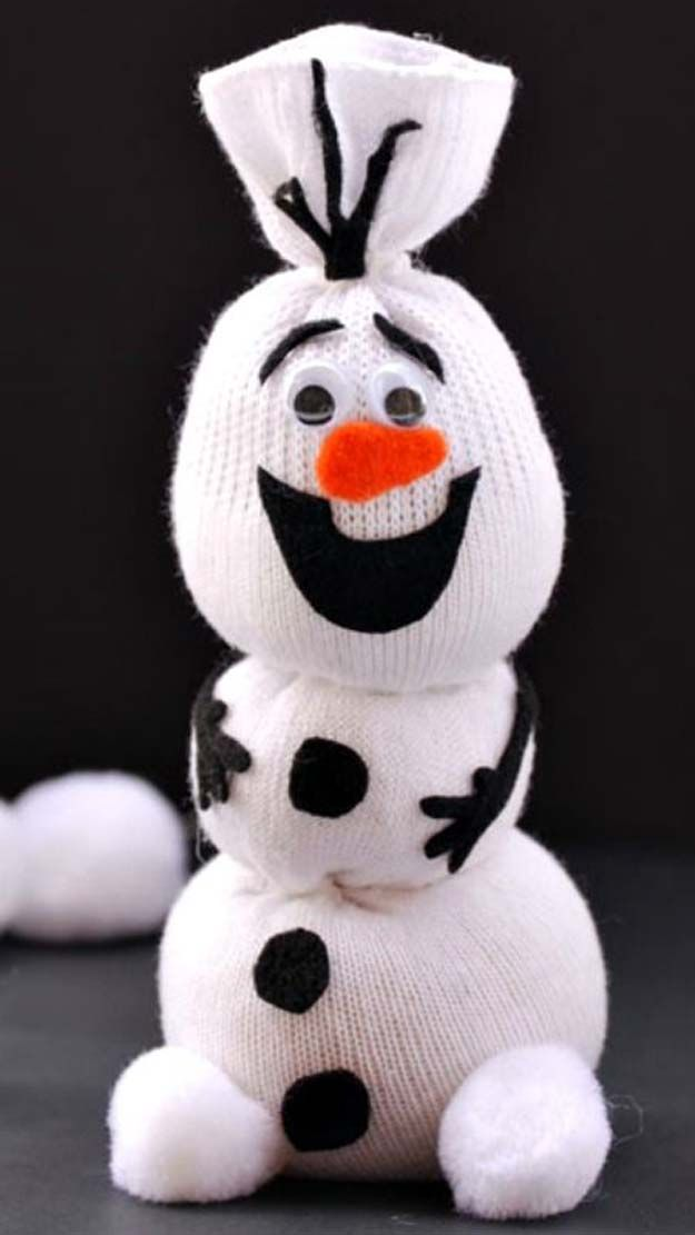Cool Crafts Made With Old Socks - Olaf Sock Snowman Tutorial - Fun DIY Projects and Gifts You Can Make With A Sock - Easy DIY Ideas for Teens, Teenagers, Kids and Adults - Step by Step Tutorials and Instructions for Making Room Decor, Animals, Cat, Rabbit, Owl, Puppets, Snowman, Gloves http://diyprojectsforteens.com/diy-crafts-ideas-socks