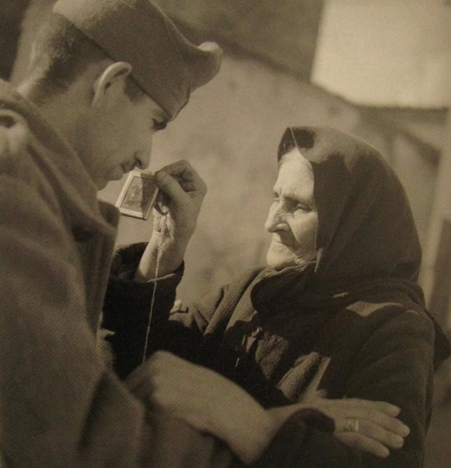 #memories [Mobilization, Athens 1940, photo by Voula Papaioannou - Phorographic Archives of the Benaki Museum] soldier leaving for the war-front