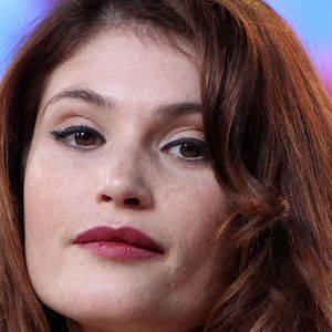Gemma Arterton Movie Actress     BIRTHDAY January 12, 1986 BIRTHPLACE England AGE 28 years old  Gemma Arterton Facts ABOUT Breathtaking female lead who starred in Prince of Persia: The Sands of Time (2010), and Clash of the Titans (2010). BEFORE FAME She was born with an eleventh finger. TRIVIA FACT She had her breakout leading role in the British film, Tamara Drewe, in 2010. ASSOCIATED WITH She was romantically involved with Daniel Craig in Quantum of Solace (2008).