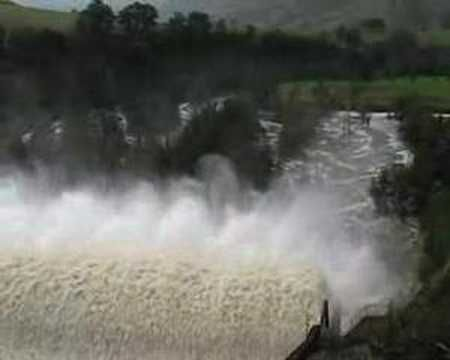 Lostock dam spillway,no tinny! - YouTube