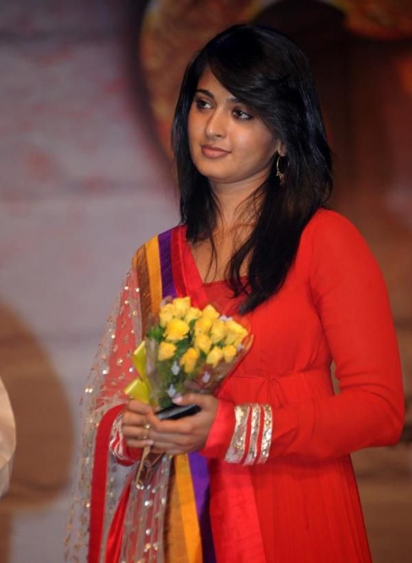 Cute Anushka shetty | Veethi