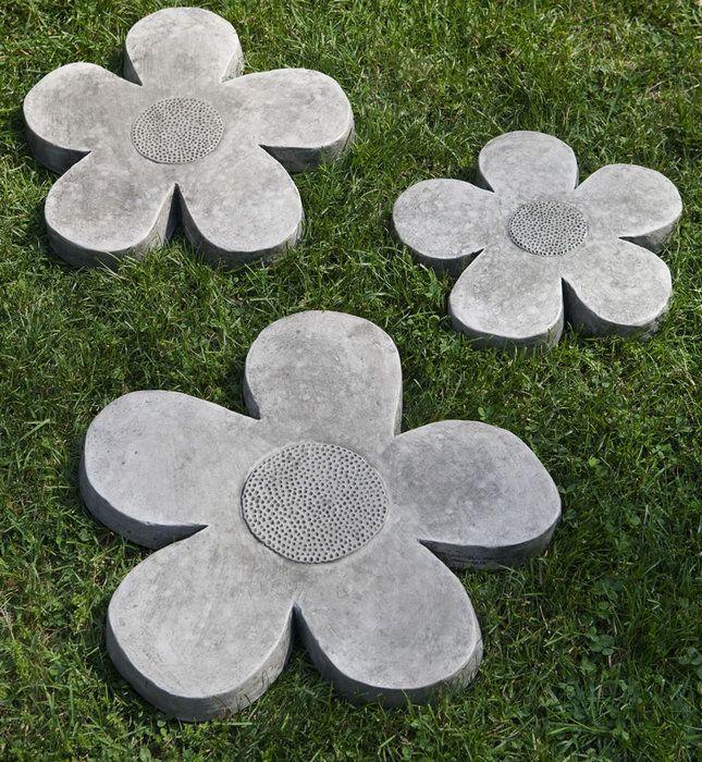 I am So doing this! Lovely Garden Stepping Stones: Flower Power Stepping Stone ~ Treeinggear Design Inspiration