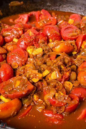 Заготовки, ч.3 - матбуха, марокканская кухня:   на 10 л. матбухи нам потребуется:    4 кг. – обесшкуренных помидор  4 кг. – обожженных, вычищенных и обесшкуренных перцев  2 кг. – лука  0.5 кг. – чищенного чеснока  0.1 кг. – сухой сладкой паприки  2-3 ст.л. – кориандра  2-3 ст.л. – кумина  2 ст.л. – куркумы  Острого перца или острой паприки по вкусу.