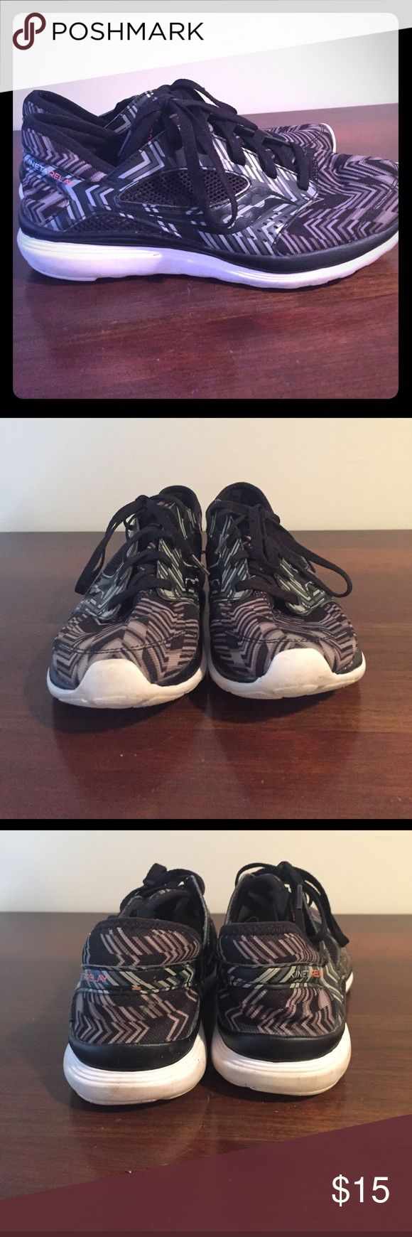 Saucony Kineta Relay - Black Chevron- 9.5 These are seriously the most comfortable sneakers! They're not made for running, but are great to wear as a fashion sneaker or for post-run recovery. Black and white chevron print. Very good used condition! Saucony Shoes Sneakers