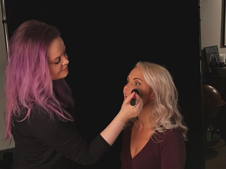 Behind the scenes from my shoot with @vibeke.freia.Makeupartist : @quelleriel  . . . #behindthescenes #bts #makeup #mua #makeupartist #photoshoot #photographer #studio #drammen #norge #norway #solbergelva #buskerud #beauty #cosmetics #existinphotos #picoftheday #fotostudio #fotografdrammen #vscocam #portrait #fotograf #photographerslife #photography #photosession #fotografering #purplehair #makeupbrush #photographing #profoto