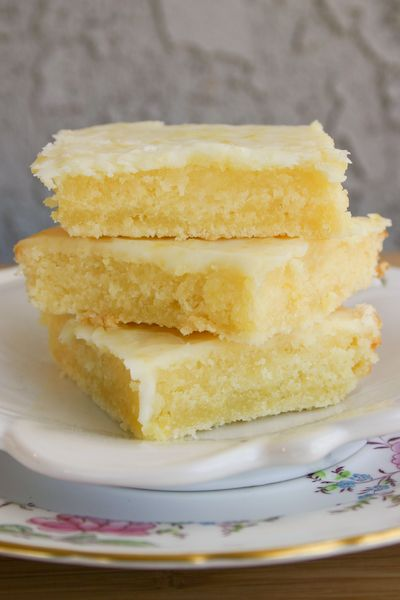 lemon bars, but the consistency of brownies. no time to waste! i must bake these!