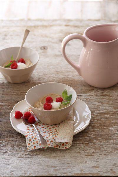 Coconut Porridge with yoghurt and berries