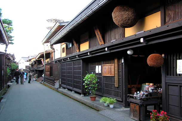 飛騨高山 Hida Takayama is only 80 km north of Gujo Hachiman. This old town has roots dating back to 300 B.C. and boasts a beautifully restored historical town centre.#Japan