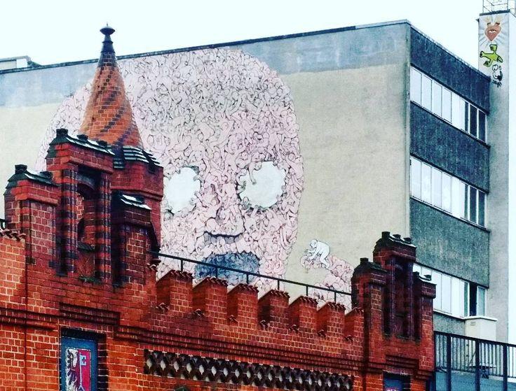 One last #Berlin snap before I get going. #brigde #urbanart #streetart