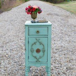 Milkpainted Antique End Table - Restoration Redoux  http://carolynsdetails.blogspot.com/