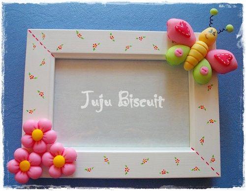 Porta-retrato em MDF com apliques em biscuit by FOFFY - Arte em MDF, via Flickr: