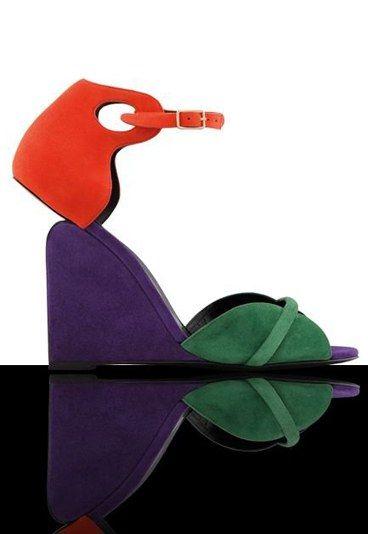 Sandali Pierre Hardy - La moda da non perdere per il mese di settembre 2015 - Pierre Hardy è un designer innovativo, che ha fatto della ricerca di nuove forme e soluzioni per le scarpe la sua missione. Tra i must have di settembre, ecco quindi una sua creazione...