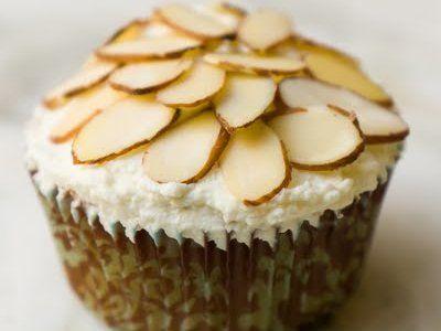 Receta de Cupcakes de Amaretto con Crema Batida