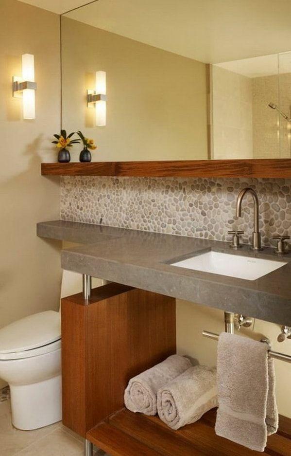 Piedra en paredes del baño