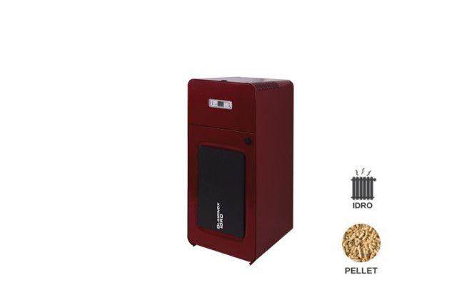 Termostufa pellet idro di piccole dimensioni e potenza Progettata per essere installata in locali di servizio. Deve essere collegata OBBLIGATORIAMENTE all'impianto idraulico di riscaldamento. Caratterizzata da un'alta resa calorica all'acqua, dotata di un braciere a sorgente in ghisa con ventilatore in aspirazione per la regolazione della combustione, che permette ampi periodi di funzionamento senza manutenzione.