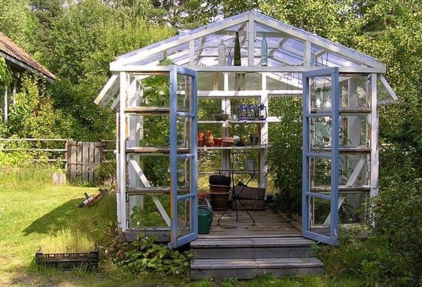 Greenhouse made of old windows.  #amerikavilla