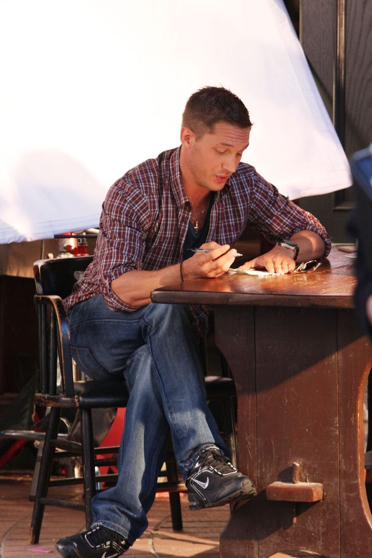 "Tom Hardy on the set of ""This means war"""