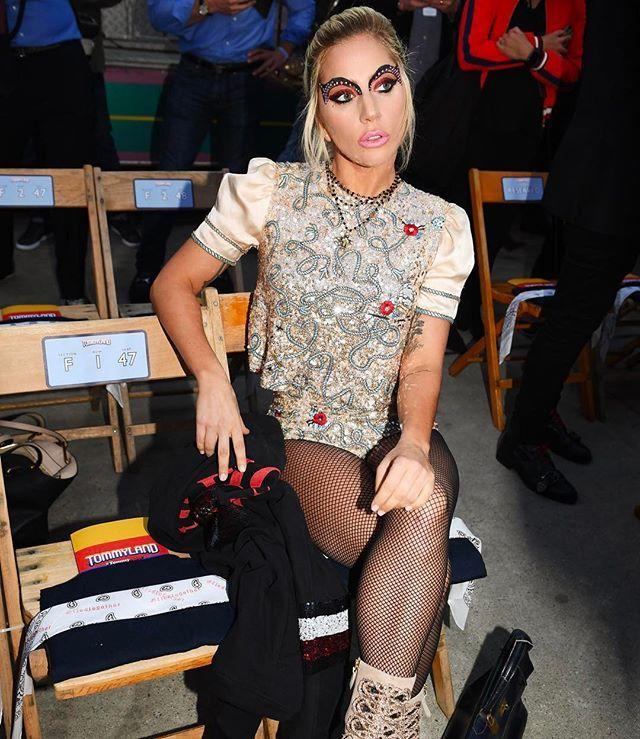 È la performance più attesa ai Grammy Awards di stasera: Lady Gaga duetta con i Metallica! Anche #Adele #KatyPerry e #BrunoMars canteranno sul palco dei premi musicali americani ma abbiamo l'impressione che Gaga in versione metal sarà imbattibile...  #MCInstanews #LadyGaga #Metallica #GrammyAwards #Tommyland (foto: @gettyimages )  via MARIE CLAIRE ITALIA MAGAZINE OFFICIAL INSTAGRAM - Celebrity  Fashion  Haute Couture  Advertising  Culture  Beauty  Editorial Photography  Magazine Covers…