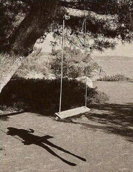 """Começo a conhecer-me. Não existo.  ~ Álvaro de Campos, in """"Poemas""""  Heterónimo de Fernando Pessoa"""