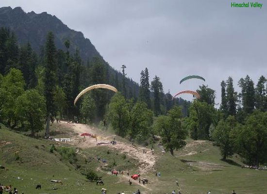 Holidayideas in Himachal Pradesh can take you from a dip to the nature if you are looking for a serene quality time, but if you are an adventure freak, you will surely love paragliding.