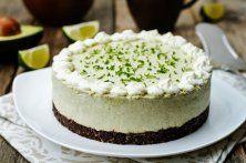 Gek op avocado en taart? Dan is deze avocado limoencheesecake iets voor jou