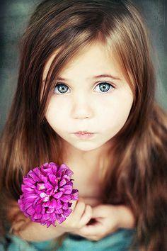 Cute little girl pose (focus on eyes!)