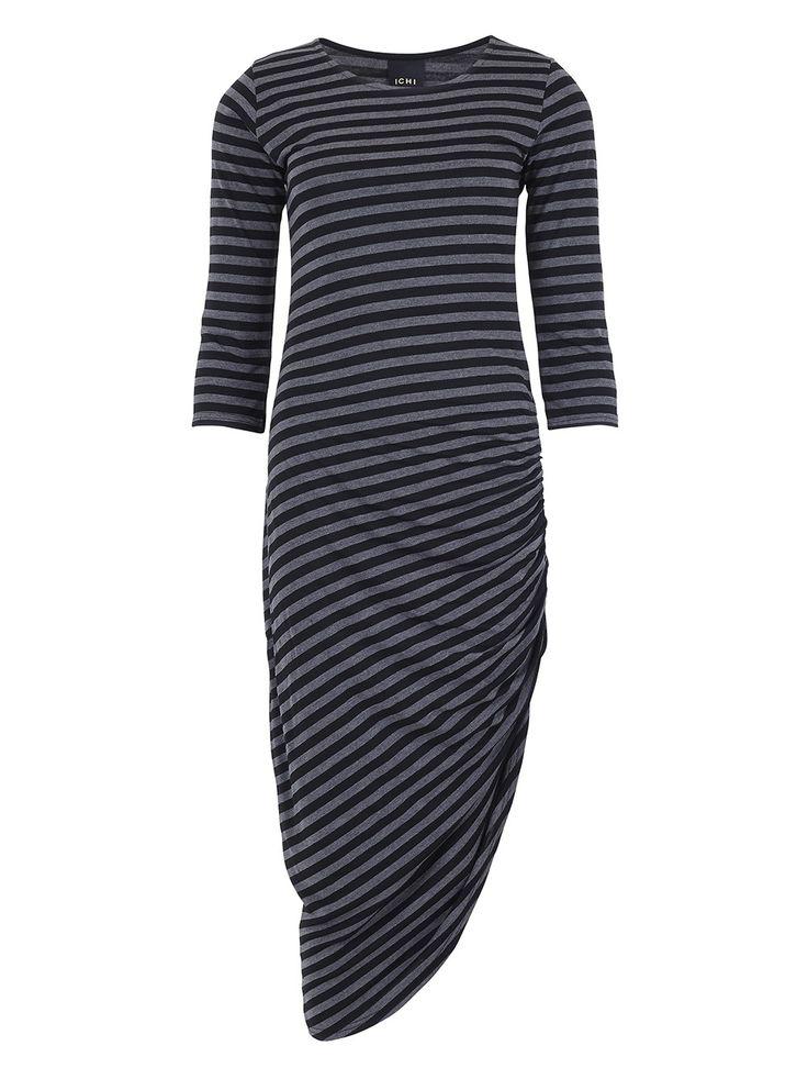 Lolly - Love it! Deze aansluitende gestreepte jurk in grijs/ zwart met driekwart mouwen en een gave onderkant. Aan één kant loopt de stof omhoog waardoor je een speels vallende rok krijgt. Draag bijvoorbeeld in combinatie met een mouwloos jeansjasje en stoere leren sandaaltjes.