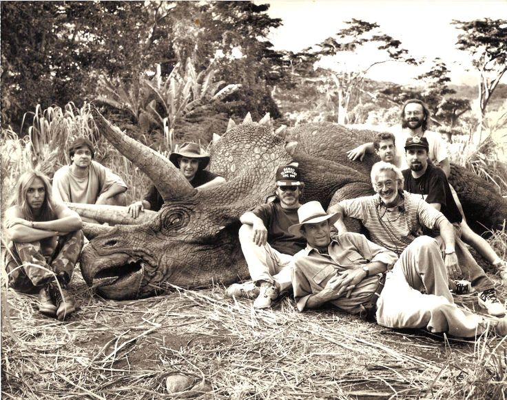50 behind the scenes photos from the original Jurassic Park