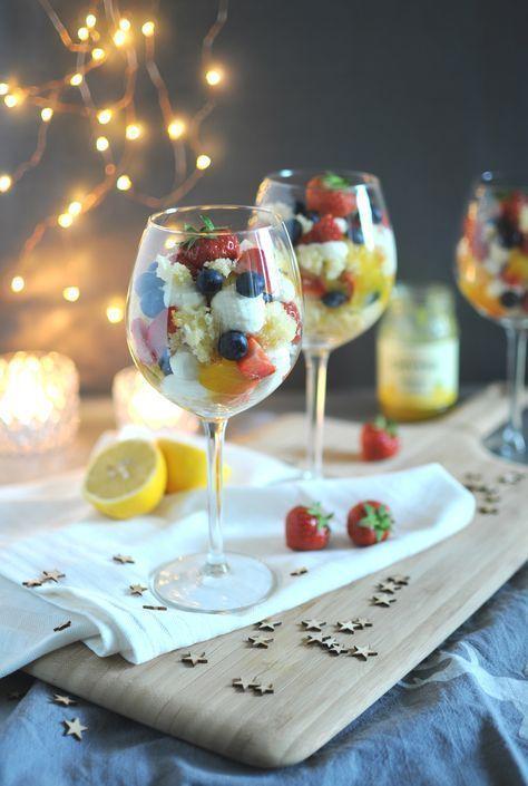 Deze trifle met lemon curd & mascarponecrème is heerlijk & makkelijk om te maken. Bekijk het recept voor dit kerstdessert.