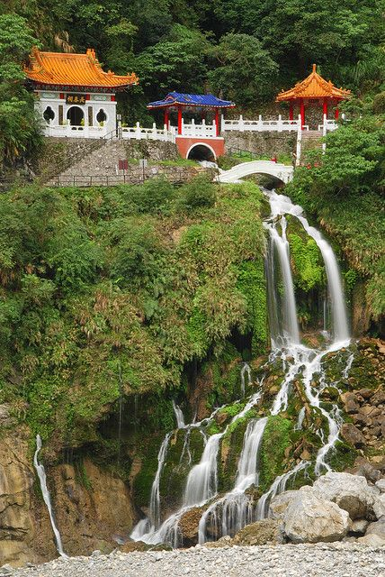 Eternal Spring Shrine in Taroko Gorge, Taiwan (by Damon Tighe).