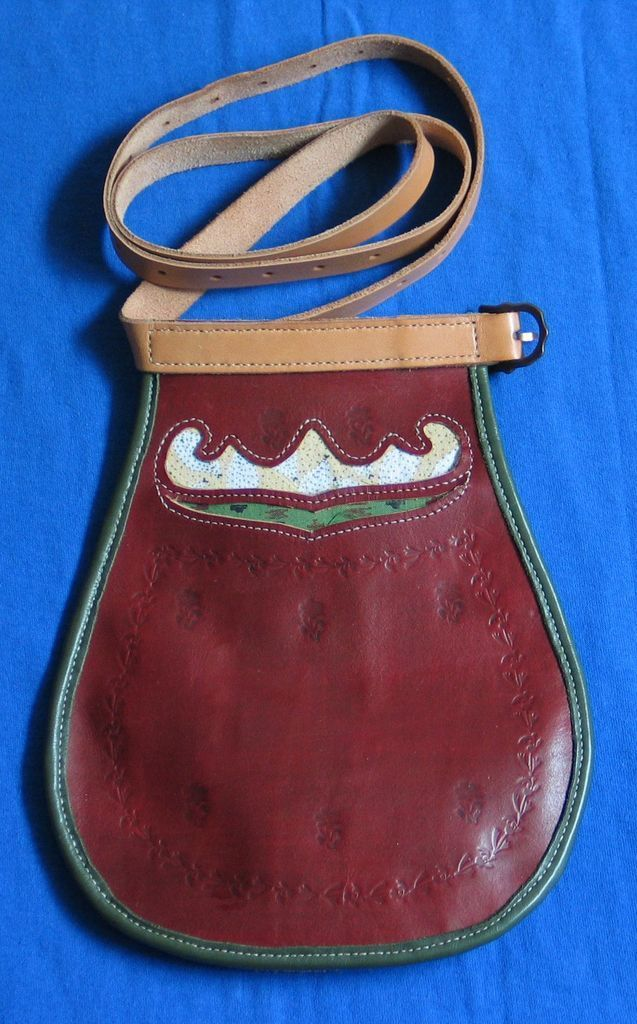 Parkano-Kihniö folk costume bag. This one is quite different from most other kansallispuku bags as it's made out of leather.