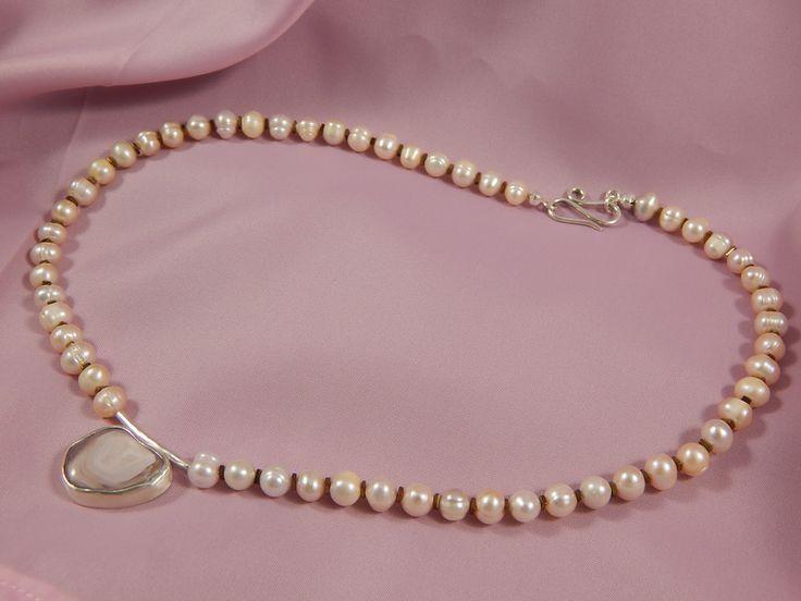 Colliers - Perlenkette mit Botswana Achat Anhänger - ein Designerstück von Alla-Wittkowski bei DaWanda