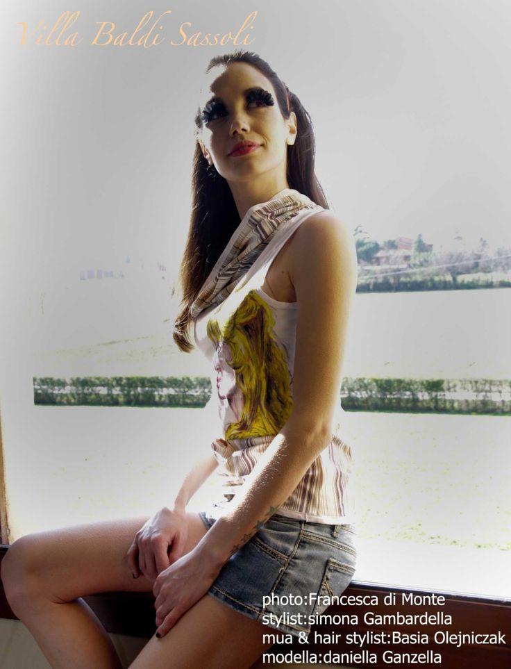 T-Shirt con Brigitte Bardot,la t-shirt è stata rivisitata con tessuto a righe.