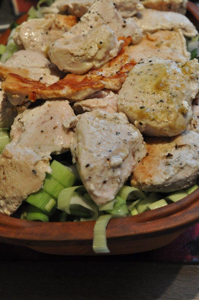 Kalkunret i Römertopf. Kalkun med fløde, bacon, gulerod og porrer. Langtidssrimret.