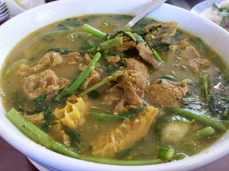 Mami-Eggroll: Great Cambodian food at Heng Lay Restaurant in Lowell, Cambodian food recipe dishes, Som law ma chu kroeung, green soup with tripe and beef and thai eggplants