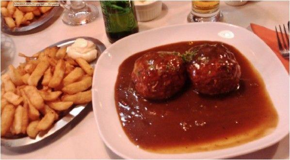Cette recette est la vraie originale de ce plat typique incontournable de la ville belge de Liège. Boulets sauce lapin (Liège) Les boulets sauce lapin... vous connaissez ? non ! vous n'êtes donc pas de Liège. Cette recette est incontournable dans la province...