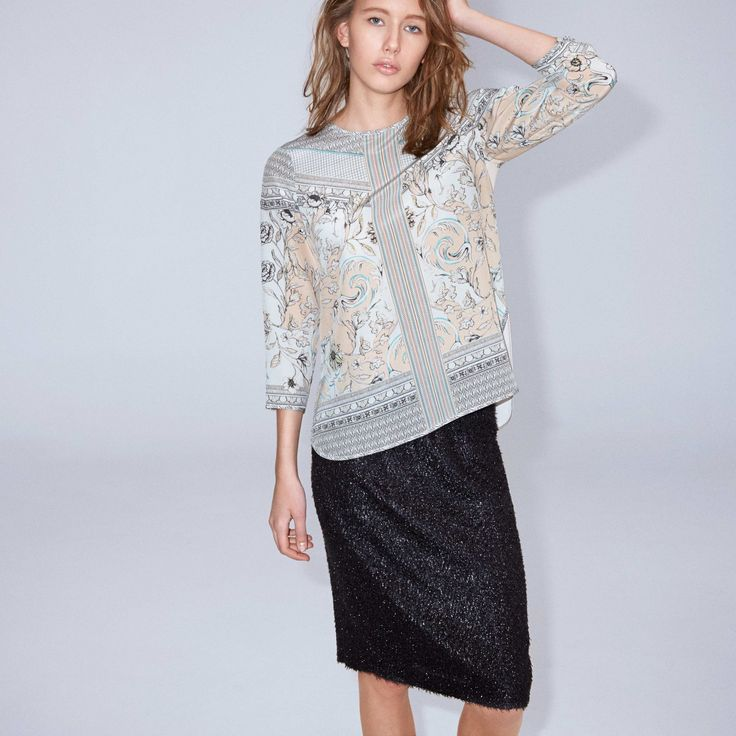 FWSS Fever Boy is a pencil skirt in a texturized glittering silk mix, elasticated waist and a slit at the centre back.