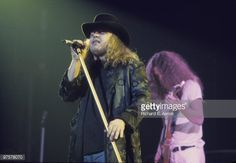 ronnie-van-zant-and-guitarist-allen-collins-from-lynyrd-skynyrd-live-picture-id97578070 (594×411)
