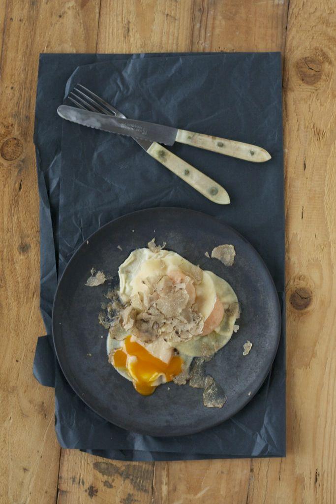 Eigelbravioli mit weißen Alba-Trüffel