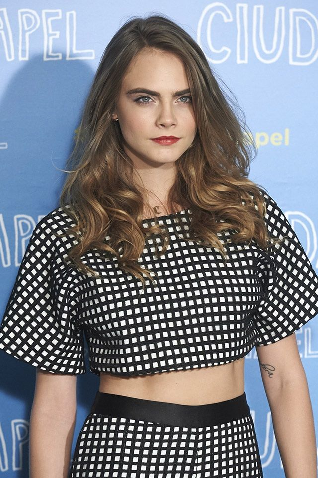 Loving the crop top duo on Cara Delevingne.